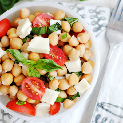 - Easy Caprese Chickpea Salad Recipe 3 400x400 - Noxud  Salatı