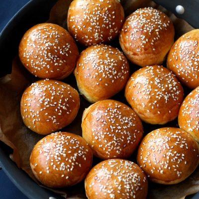 - Brioche Slider Buns Burger Recipe 400x400 - Brioş (Brioche)